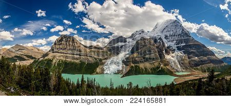 Panoramatic view of Berg Lake with glaciers in Mt. Robson provincial park of British Colombia, Canada