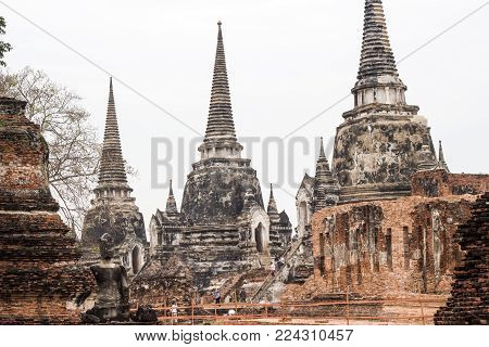 Wat Phra Si Sanphet Ayutthaya -  Ayutthaya Historical Park has been considered a World Heritage Site on December 13th, 2534 in the historic city of Ayutthaya. A place for study And travel
