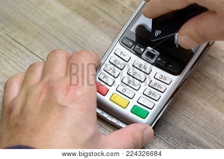 Payment contactless with credit card on a payment terminal