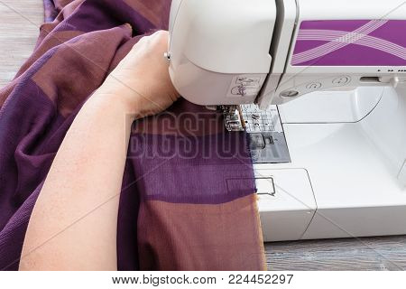 workshop on sewing a patchwork scarf - needlewoman hems strips of fabrics for the future silk shawl with sewing machine