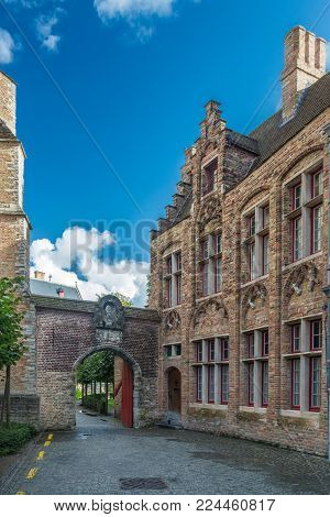 Bruges is the capital and largest city of the province of West Flanders. The historic city centre is a prominent World Heritage Site of UNESCO.