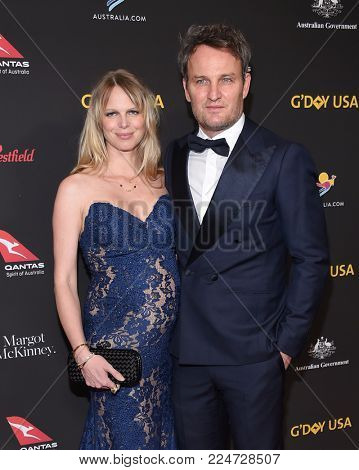 LOS ANGELES - JAN 27:  Jason Clarke and Cecile Breccia arrives for the G'Day USA Gala 2018 on January 27, 2018 in Los Angeles, CA