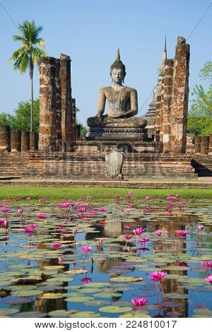 Statue of the sitting Buddha on ruins of the  Wat Chana Songkram temple. Sukhothai, Thailand
