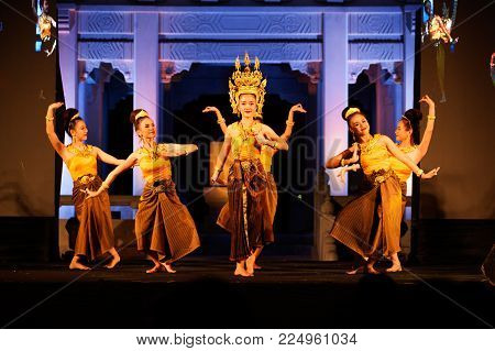 Bangkok Thailand - January 26 , 2017 : Unidentified Dancer Is Sukhothai Dancing Is Northern Traditio