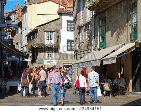 Tourists And Locals Stroll Along Diners In Franco Street (rúa Do Franco) - Santiago De Compostela, G