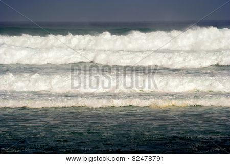 Heavy winter surf off Maui