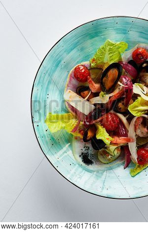 Mussels Vongole In A Plate With Salad, Mussels Cooked In White Wine Sauce, Seafood Performed By The