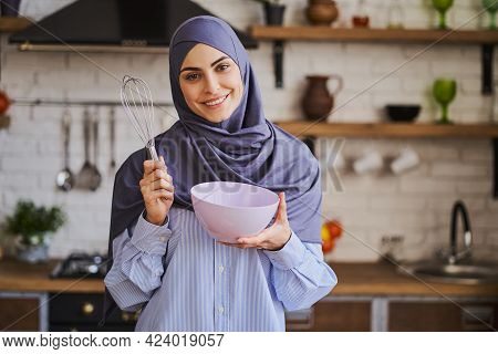 Elegant Muslim Woman Posing With A Bowl And A Whisker