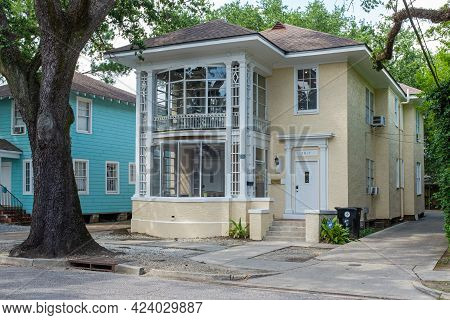 New Orleans, La - June 10: Old 2-story House In Uptown Neighborhood Near Tulane University Campus On