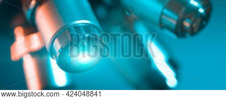 microscope lens with a beam of green light
