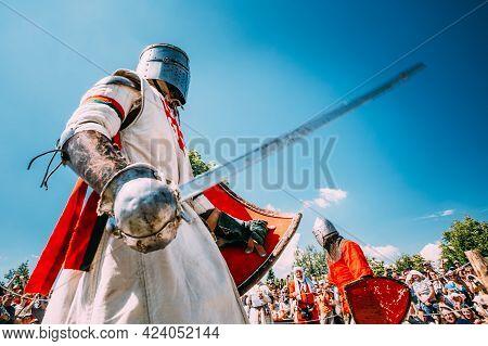 Minsk, Belarus - July 19, 2014: Historical Restoration Of Knightly Fights On Festival Of Medieval Cu