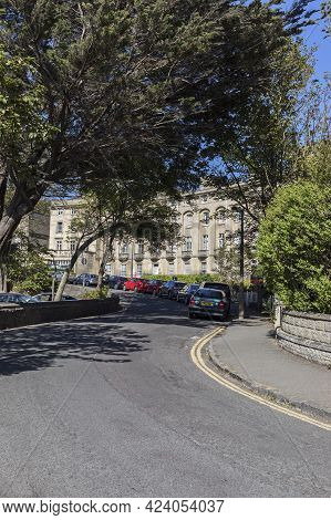 Weston-super-mare, Uk - June 15, 2021: Houses And Trees In Royal Crescent