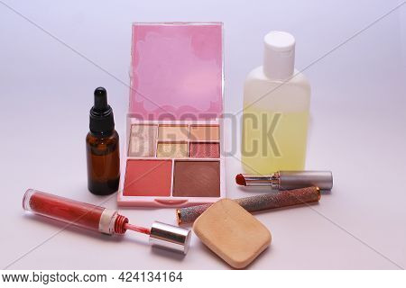 Beauty Tools For Women, Make Up Artist,self Make Up Concept
