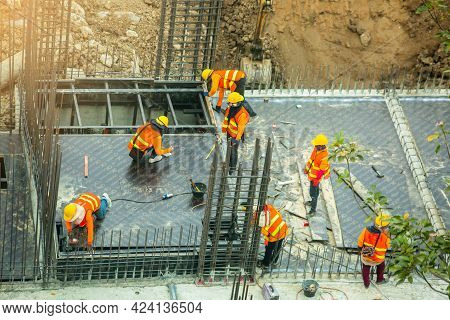 Bangkok Thailand June 18, 2021 : Construction Workers Are Working On Steel Structures To Prepare Con