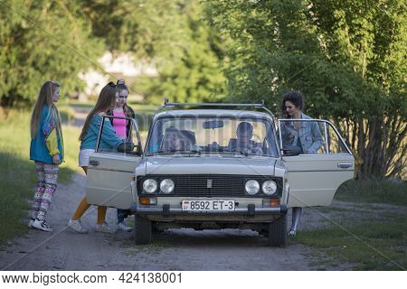 16 07 2020 Belarus. The Village Of Chkalovo. A Group Of Funny Girls In The Style Of The Nineties Sta