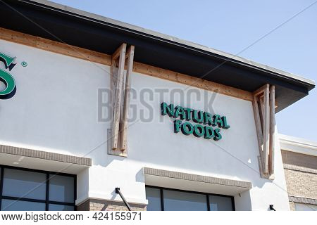 Augusta, Ga Usa - 03 04 21: Sprouts Grocery Retail Store Sign Natural Foods