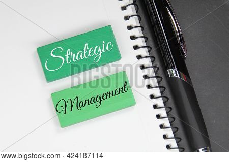 Green Cubes, Pens And The Word Strategic Management