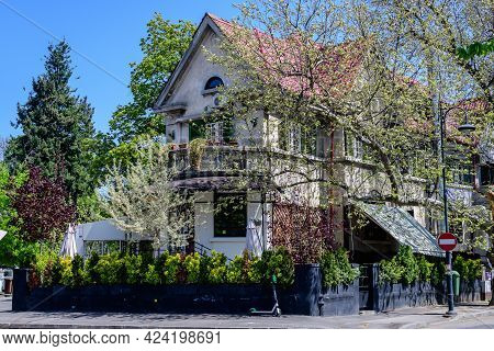 Bucharest, Romania - 27 March 2021: Old Historical House In The Aviatorilor Neighborhood, Photograph