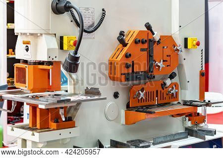 Hydraulic Punch And Shear Machine For Cutting Various Shape Metal Such As Pipe Angle Bending Square