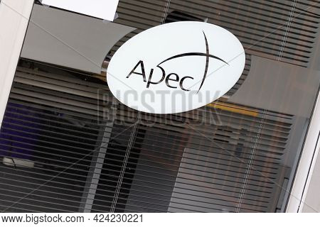 Toulouse , Occitanie France - 06 16 2021 : Apec Logo Sign And Text Brand Front Of Agency Association