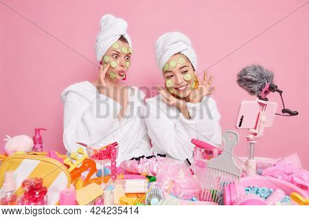 Two Women Bloggers Show How To Make Natural Face Mask Apply Cucumber Slices On Face Record Vlog Vide