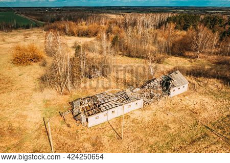 Belarus. Abandoned Barn, Shed, Farm House In Chernobyl Resettlement Zone. Chornobyl Catastrophe Disa