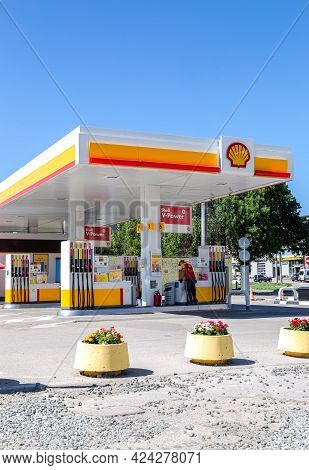 Samara, Russia - June 18, 2021: Shell Gas Station In Sunny Day. Shell V-power Petrol Station. Royal