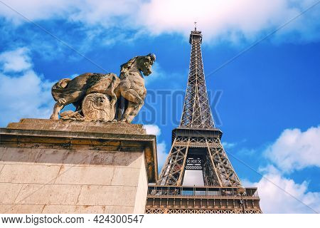Paris, France - August 27, 2019: A Horse Monument On The Background Of Eiffel Tower In Paris.