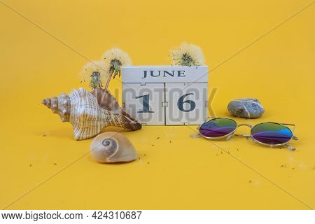 Calendar For June 16: Cubes With The Number 16, The Name Of The Month Of June In English, Shells, Se