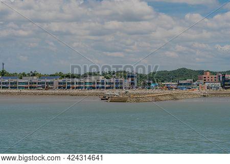 Seocheon-gun, South Korea; June 16, 2021: Commercial Buildings On Shoreline Of Hongwon Port Under Cl