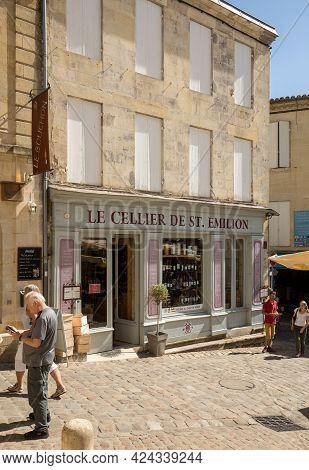 Saint Emilion, France - September 8, 2018: Exterior Of A Wine Shop In Saint Emilion In France. St Em