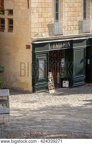 Saint Emilion, France - September 11, 2018: Exterior Of A Wine Shop In Saint Emilion In France. St E