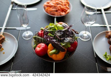 Vegetables On The Table. Beautiful Juicy Vegetables On The Table. A Bowl Of Washed Vegetables. Bulga