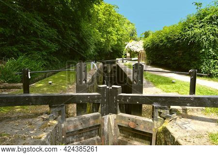 Huddersfield Narrow Canal Loch Is A Mechanical Lifting Devise Used For Raising And Lowering Boats Fr