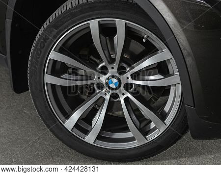 Novosibirsk, Russia - June 19, 2021: Bmw X6, Close-up Of The Alloy Wheel. Photography Of A Modern Ca