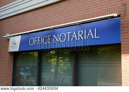 Toulouse , Occitanie France - 06 16 2021 : Notaire Office Notarial French Sign Text Front Of Wall No
