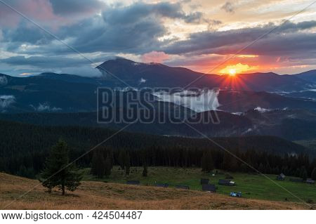 The Sun Sets Behind The Mountains. Sunbeams Over The Mountains. Bright Sun Rays. Sun Over The Mounta