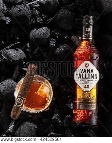 Kyiv, Ukraine - May 19, 2021: Liquor Vana Tallinn And A Cigar Quorum Naduro. A Brightly Lit Bottle O