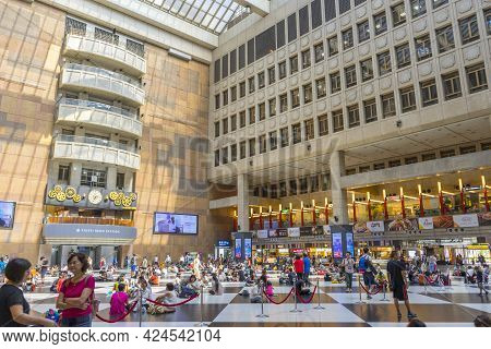 Taipei, Taiwan - Aug 6,2018 : Many People Waiting For The Train At Taipei Main Station On August 6,2
