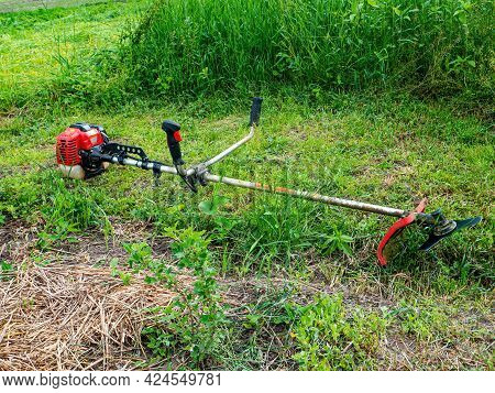 Manual Petrol Lawn Mower For Mowing Lawns. A Grass Trimmer. Mow The Grass. Use A Lawn Mower To Mow T