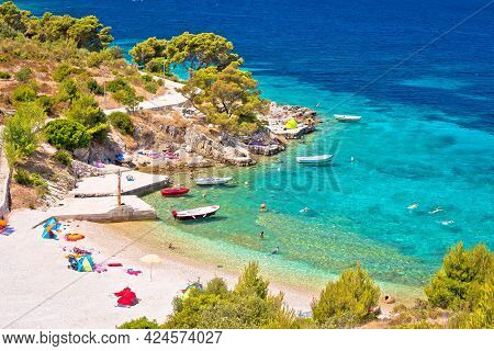 Idyllic Adriatic Beach Bilo Near Primosten View, Archipelago Of Dalmatia In Croatia