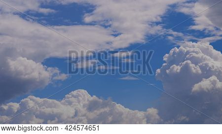 Contrasting Sky, Blue-blue Sky, Pale White Blue Sky With Scattered Cumulus Clouds, Summer Blue Sky S