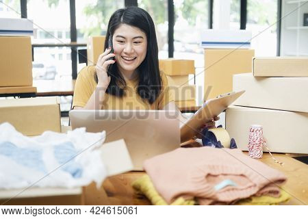 Always Keep Contact With Customer. Online Business And Online Seller.