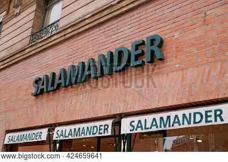 Toulouse , Occitanie France - 06 16 2021 : Salamander Logo And Text Store Sign Brand On Facade Shop