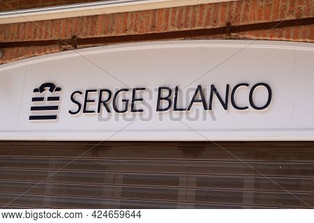 Toulouse , Occitanie France - 06 16 2021 : Serge Blanco Text Brand And Sign Rugby Logo For French Sp