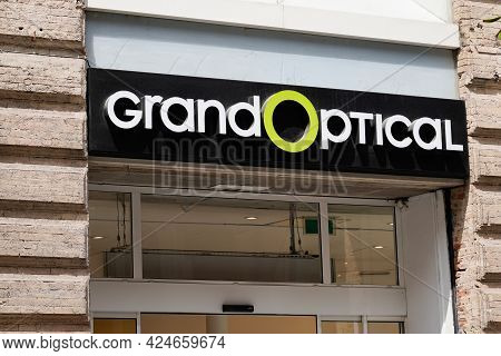Toulouse , Occitanie France - 06 16 2021 : Grand Optical Logo Brand Shop Sign Text Store French Opti