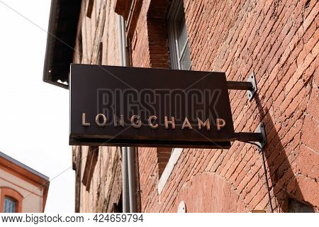Toulouse , Occitanie France - 06 20 2021 : Longchamp Logo Text And Sign Brand Front Of Store Fashion