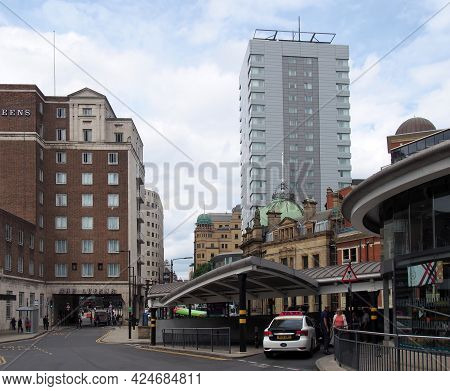 Leeds, West Yorkshire - 17 June 2021: Area At The Front Of Leeds Railway Station With Taxi Stand Are