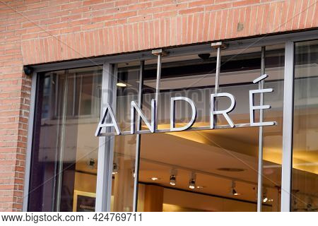 Toulouse , Occitanie France - 06 20 2021 : Andre Text Brand And Logo Sign Front Of Shoes Store Fashi