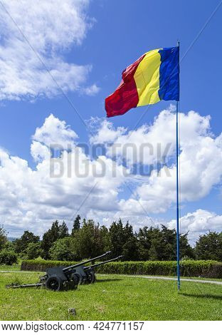 Oarba De Mures, Mures, Romania - May 30, 2021:  Romanian Flag And Cannons Placed At The Monument To